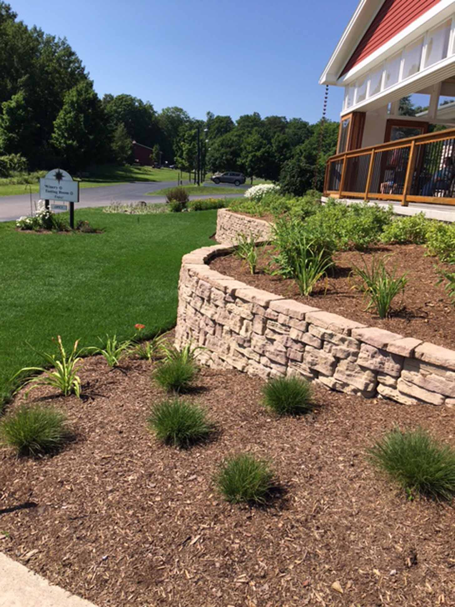 retaining-wall-landscape-beds-commercial-landscaping